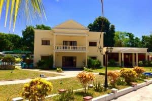 Saara Hôtel Bungalows Restaurant Salle De Conférence Piscine Majunga Madagascar